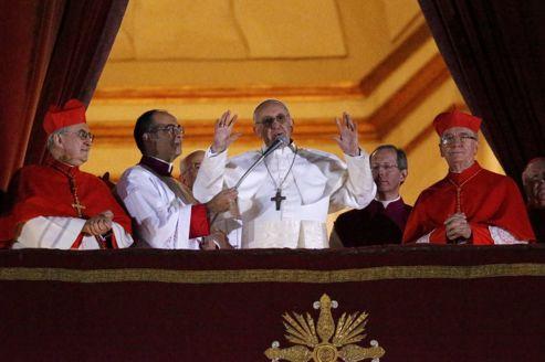Dans une curie touchée par le scandale, l'austérité du cardinal argentin séduit.