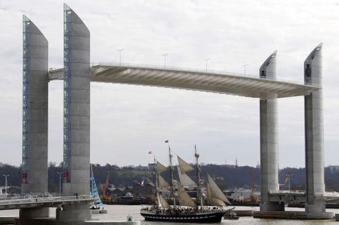 Le plus grand pont levant d 39 europe f t bordeaux - Les ponts de bordeaux ...