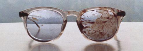 Yoko Ono contre les armes tweete les lunettes ensanglantées de Lennon