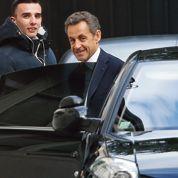 Sarkozy mis en examen: la guerre des nerfs