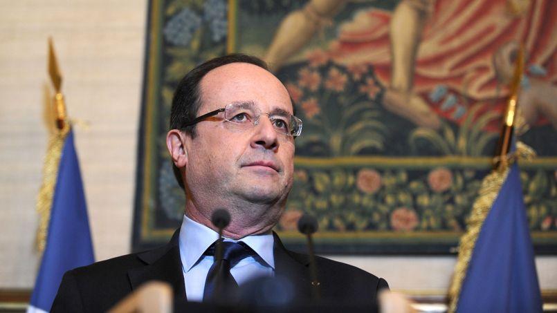 François Hollande à Tulle, samedi, lors d'une cérémonie de remise de légions d'honneur.