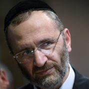 Forte pression pour le départ du grand rabbin