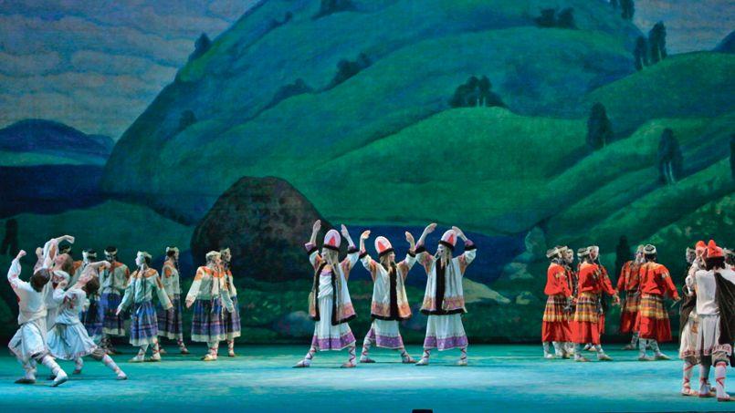 Le Ballet et l'Orchestre du Théâtre Mariinsky de Saint-Pétersbourg interprète <i>Le </i><i>Sacre du printemps</i>.
