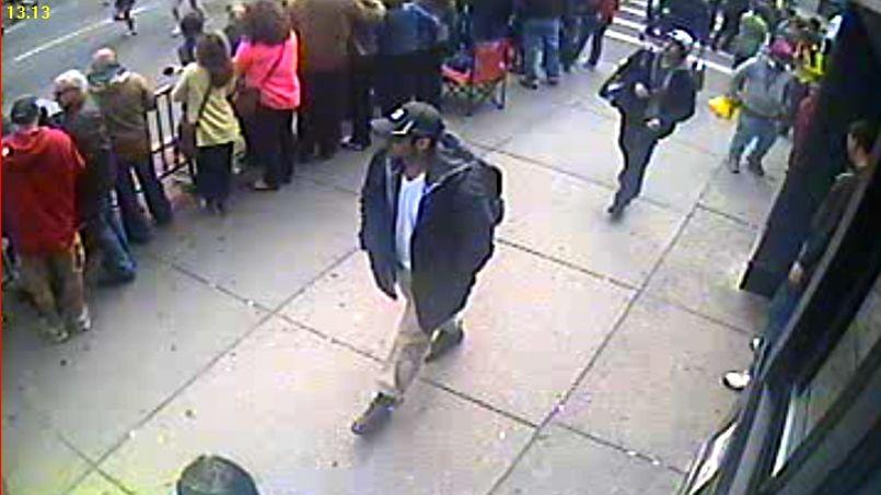 Le FBI a identifié les deux suspects sur des vidéos.