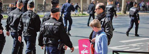 Une police visiblement plus tendue que les manifestants
