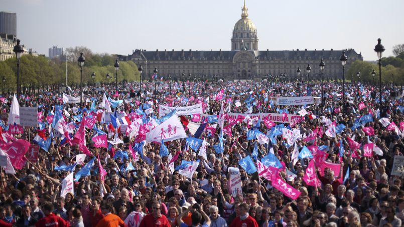 Entre 45.000 personnes, selon la police, et 270.000, selon les manifestants, ont participé au défilé.