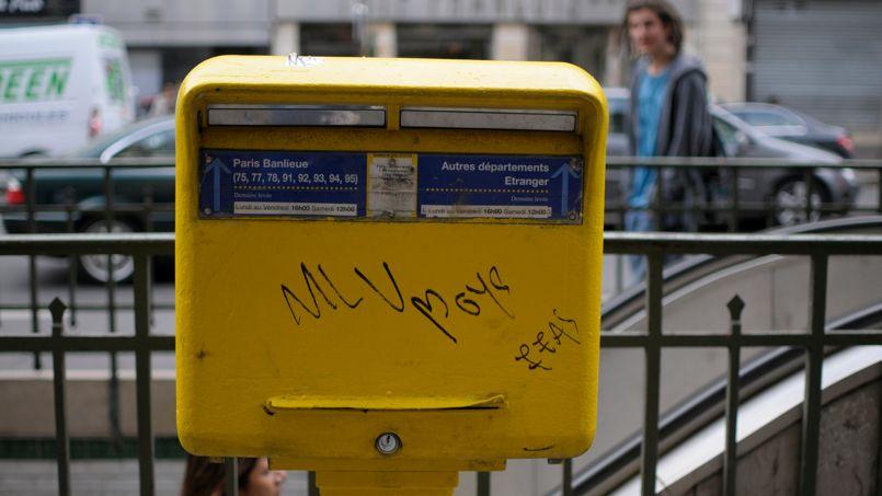 Boites Aux Lettres Taguees Trop C Est Trop