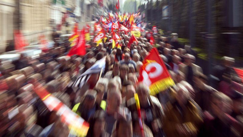 <strong>FRANCE -</strong> Selon la CGT, 160.000 manifestants ont battu le pavé dans le pays (ci-dessus à Rennes). Partout la mobilisation a pris pour cible la politique d'austérité et l'accord sur la sécurisation de l'emploi, sans grande véhémence néanmoins contre le gouvernement. Ce 1er mai contraste avec celui unitaire de 2012 qui, à cinq jours du deuxième tour de la présidentielle, avait vu des centaines de milliers de manifestants (entre 300.000 et 750.000) dire non à Nicolas Sarkozy.
