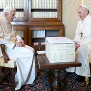 Deux papes dorment au Vatican