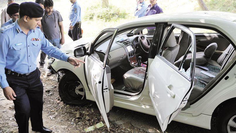 La voiture criblée de balles de Chaudhry Zulfiqar, assassiné en pleine rue à Islamabad, vendredi.