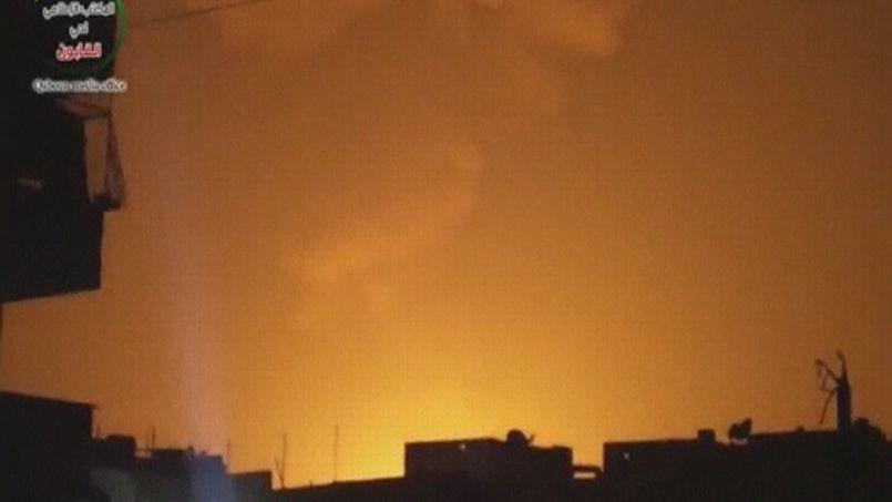 Une image tirée d'une vidéo filmée par la télévision d'État syrienne dans la nuit de samedi à dimanche.Il s'agirait d'une explosion survenue après un raid israélien à Damas.
