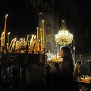 Bulgarie: le feu sacré de Pâques arrive en avion
