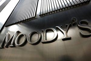 En janvier, le Parlement européen a adopté une directive visant à mieux encadrer les Moody's, Standart & Poor's et Fitch Rating, accusés d'aggraver les crises par des prédictions autoréalisatrices.