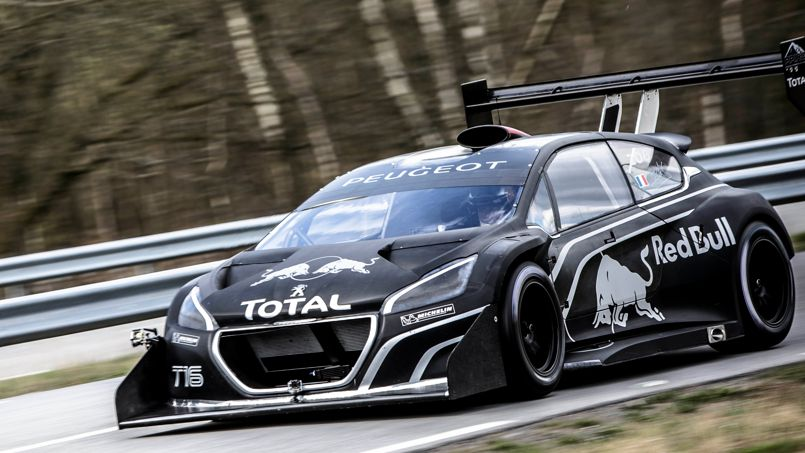 s bastien loeb teste la peugeot 208 t16. Black Bedroom Furniture Sets. Home Design Ideas
