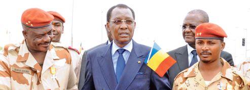 Déby triomphe au Mali et arrête ses opposants