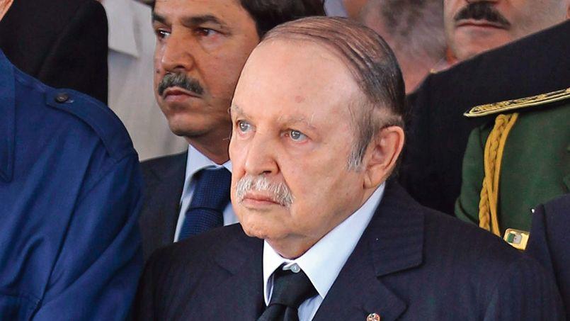 Abdelaziz Bouteflika, le 8 octobre, aux obsèques de l'ancien président Chadli Bendjedid. M. Bouteflika a été admis au Val-de-Grâce, le 27 avril.