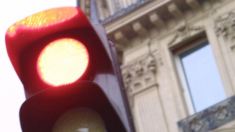 Radars feu rouge: 58.732 chauffards flashés depuis janvier à Paris