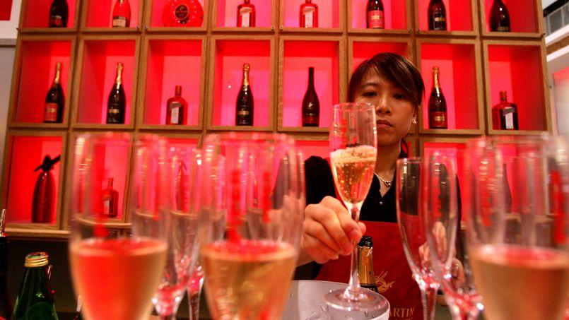 Le champagne est pétillant, acidulé et froid, alors qu'on aime en Chine les choses douces, et que même l'eau se boit chaude.