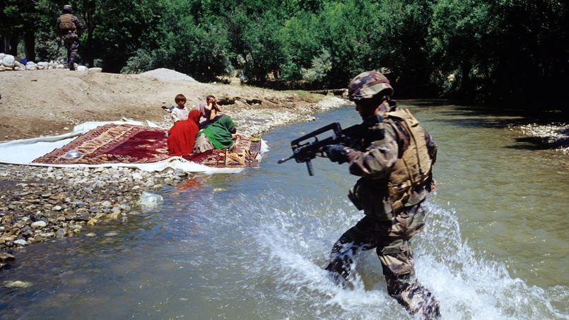 Les talibans se fondaient dans la population. On marche sur des oeufs à guerroyer ainsi, au milieu des lavandières.