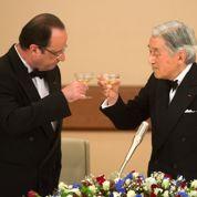 Hollande en smoking au dîner impérial à Tokyo