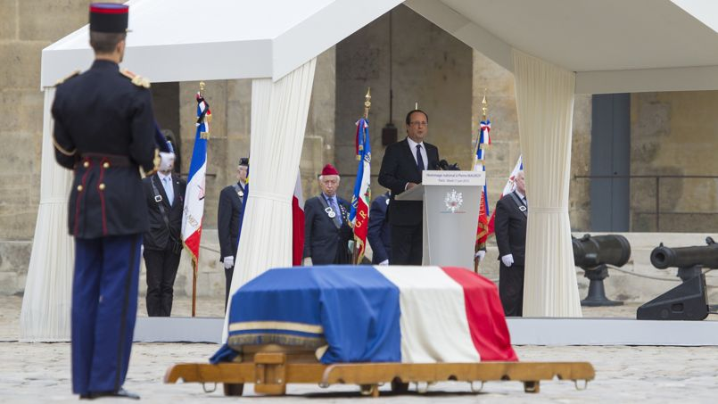 Lors de l'hommage national à l'ancien premier ministre socialiste, mort vendredi, le chef de l'État a assuré que «peu d'hommes, même éminents, peuvent s'enorgueillir d'avoir fait l'Histoire de leur pays. Pierre Mauroy est incontestablement de ceux-là.»