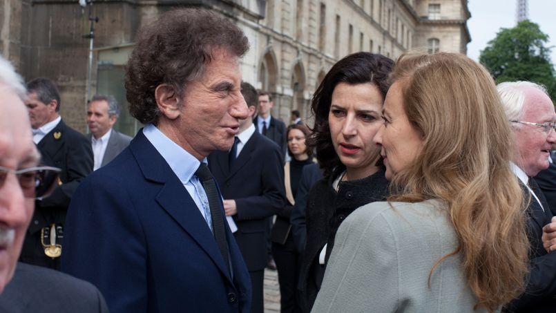Jack Lang, également ancien ministre de Pierre Mauroy, ici en compagnie de Valérie Trierweiler, à l'issu de la céremonie.