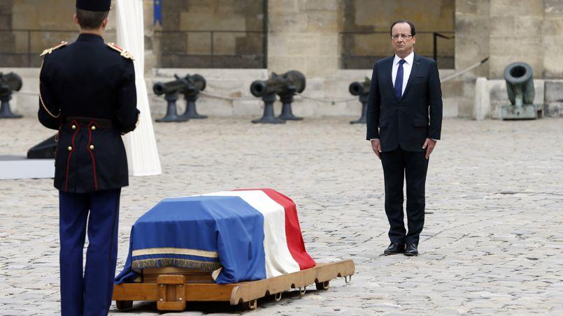 Hollande invoque le bilan de Mauroy pour calmer l'aile gauche du PS