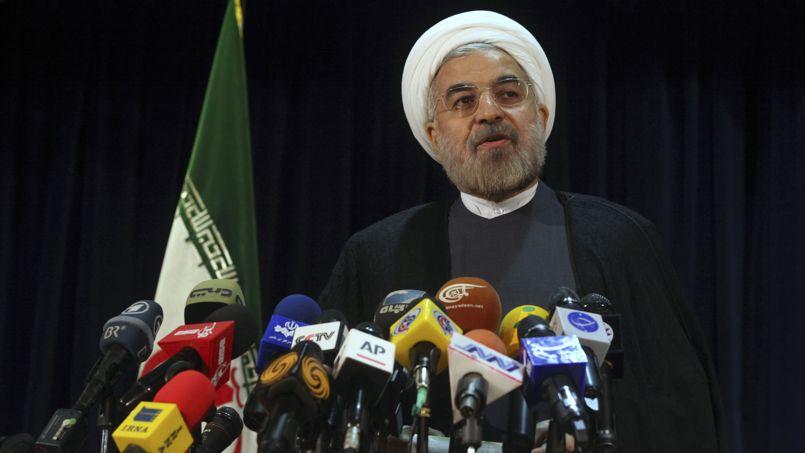 Hassan Rohani, 65 ans. Seul mollah parmi les candidats, ce religieux modéré, proche de l'ex-président Akar Hachémi Rafsandjani (qui lui n'a pas eu le droit de se représenter), est l'un des candidats les plus connus. Lui qui a dirigé les négociations nucléaires entre l'Iran et les grandes puissances au début des années 2000 avait engagé une politique de détente et accepté en 2003 la suspension de l'enrichissement d'uranium. Il a reçu le soutien des réformateurs après le retrait de leur unique candida,t Mohammad Reza Aref.L'ex-président réformateur Khatami a d'ailleurs appelé à voter pour lui.