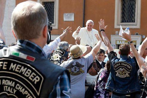 Le pape bénit des motards en Harley Davidson