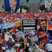 Les partisans d'Erdogan s'imposent dans la rue