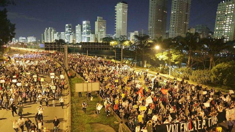 Manifestations au Brésil: la plus grande mobilisation des 20 dernières années contre la vie chère et la coupe du monde  PHO774a3e66-d7d8-11e2-9de8-8e489909b106-805x453