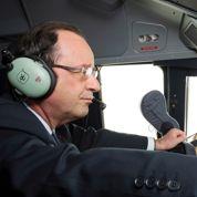Bourget : Hollande fait l'aller en A400M