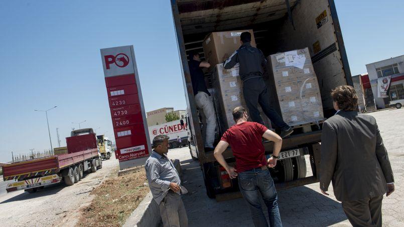 Un camion de médicaments français contre le gaz sarin