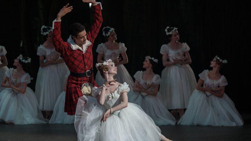 Evguenia Obraztsova et Mathias Heymann dans <i>La Sylphide </i>au Palais Garnier.