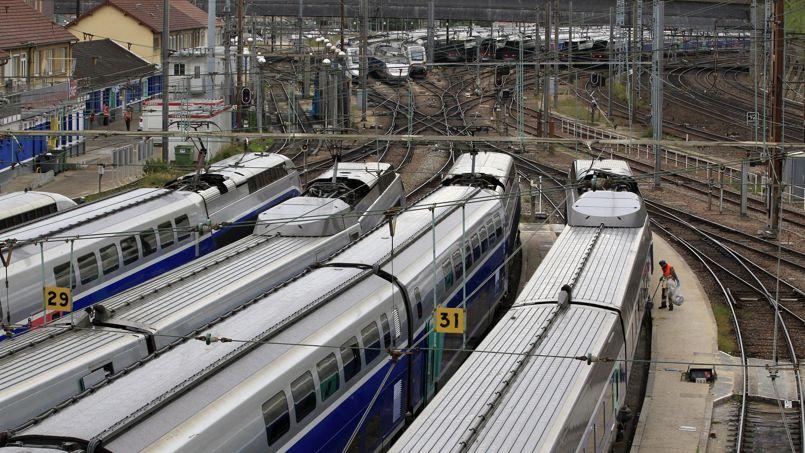Transports : Ayrault approuve le report des grands projets