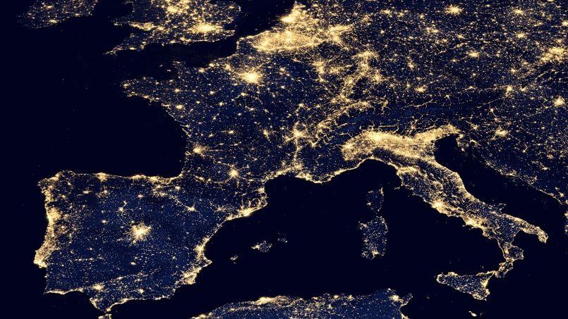 La loi oblige le grand retour de la nuit en ville for Piscine eclairee la nuit