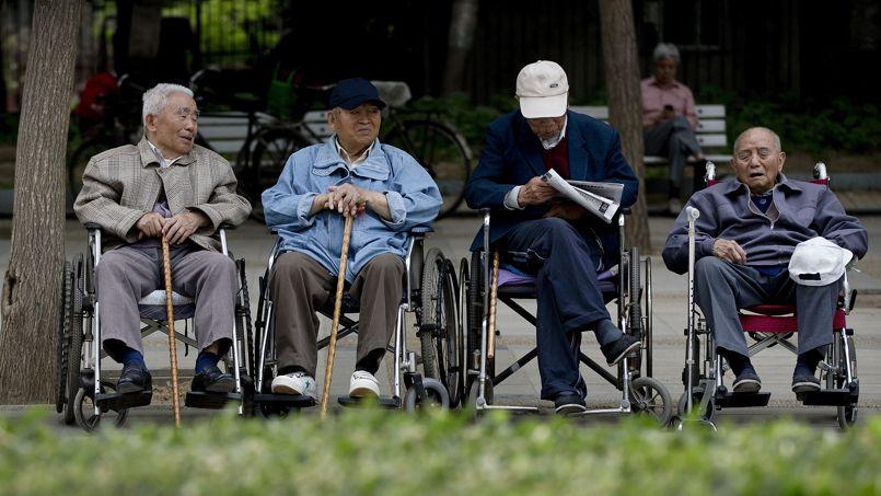 Des personnes âgées réunies dans un parc de Pékin, le mois dernier.