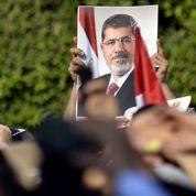 Morsi tient tête à l'armée et à la rue