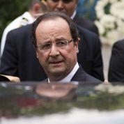 Hollande rappelle à l'ordre Sarkozy