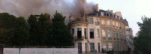 L'Hôtel Lambert ravagé par les flammes