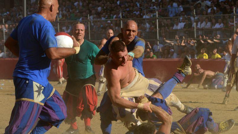 Les défenses passées, les joueurs profitent de la moindre ouverture pour tenter de marquer un but.