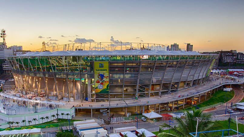 Le stade «Arena Fonte Nova», situé à Salvador de Bahia, a été démoli puis reconstruit pour accueillir la Coupe du Monde 2014. Il a une capacité de 48.477 spectateurs .