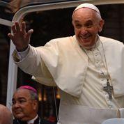 Le Pape accueilli dans une Rio en ébullition