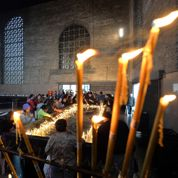 La prière des jeunes Français au cœur de la basilique de Rio