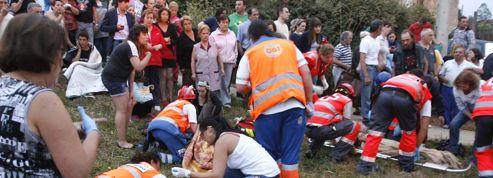 Accident ferroviaire en Espagne : wagons empilés et secours débordés