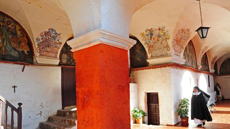 Le monastère de Santa Catalina, construit au XVIe siècle, est l'un des plus anciens et des plus vastes du continent américain.