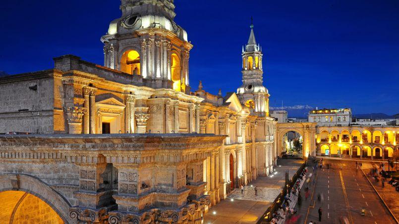Arequipa possède l'une des plus belles places du Pérou, inscrite au patrimoine mondial de l'Unesco.