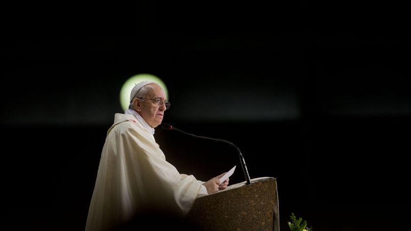 Évoquant une Eglise pour les pauvres, le pape a cité Mère Teresa de Calcutta. «Nous devons être très fiers de notre vocation qui nous donne l'occasion de servir le Christ à travers les pauvres», a lancé l'ancien cardinal de Buenos Aires.