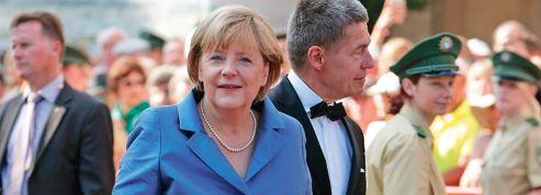 Au faîte de sa popularité, Merkel domine l'Allemagne