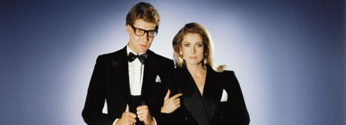 Catherine Deneuve porte un smoking Yves Saint Laurent